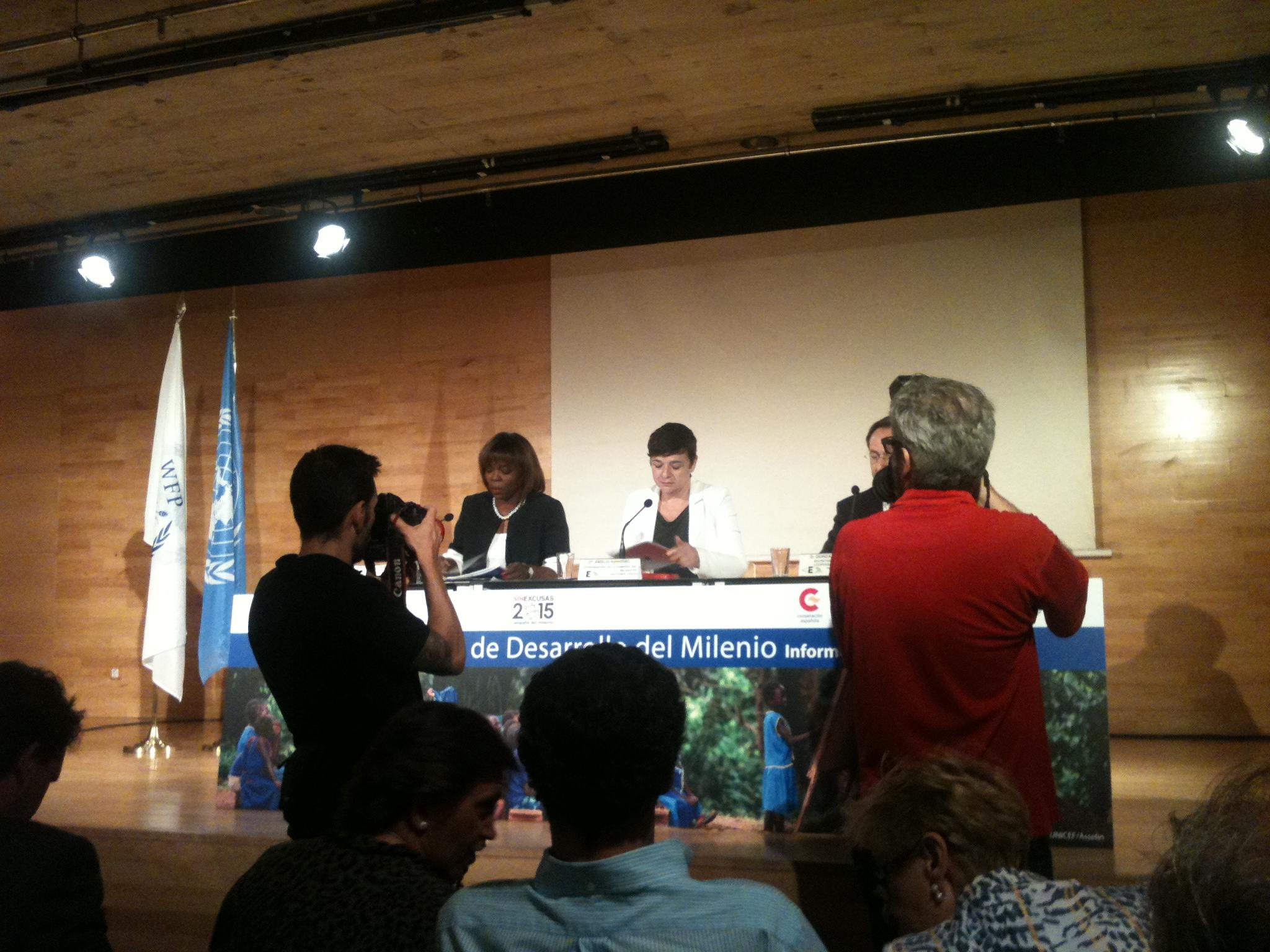 Objetivos 1  Mortalidad materna: un tsunami entre mujeres cada año objetivos 11